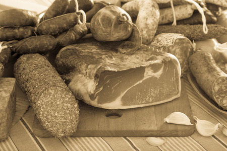 carnes: Variety of meats, sausages and mince with herbs on table