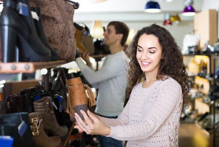 comprando zapatos: positivas europeo zapatos de invierno femenina de compra en la tienda de zapatos femeninos
