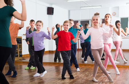 unprofessional: group of boys and girls studying contemp dance in studio Stock Photo