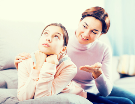 Mother persuades teenage daughter to make peace and not take offense at her mother