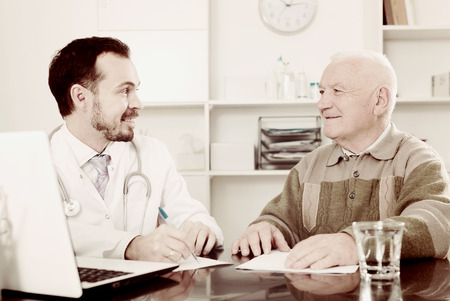 eldest: Old man visits doctor in hospital for consultation on health and treatment Stock Photo