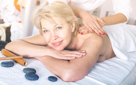 секс массаж для женщины среднего возраста - 8