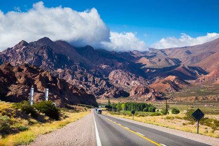 suelo arenoso: Mountain view on the Andes from valley near NR 7 road in Argentina