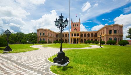 南米パラグアイ、アスンシオン市の中心部の大統領宮殿 (パラシオ ・ デ ・ ロス ・ ロペス) の表示 写真素材