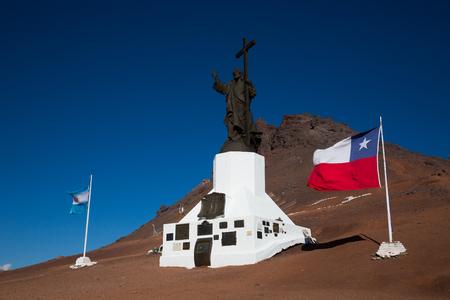 峠パソ ロス リベルタドーレス、アルゼンチンとチリの国境に近いキリストの贖いの記念碑