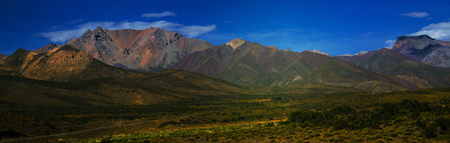 suelo arenoso: Mountain view on the Andes from valley near Las Lenas in Argentina