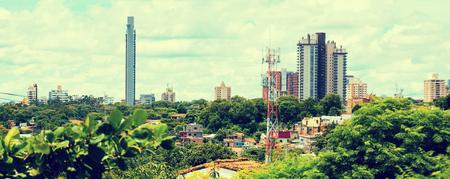 南米パラグアイの首都アスンシオンの中心部の眺め