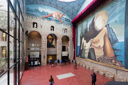 """FIGUERES, SPAGNA - 3 GENNAIO 2016: Corridoio con """"Tenda per labirinto"""" nel teatro e museo di Dali (Teatre-Museu Dali), Catalogna Archivio Fotografico - 82385859"""