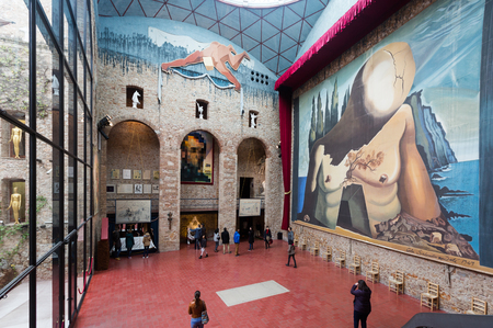 salvador dali museum: FIGUERES, SPAIN - JANUARY 03, 2016: Hall with Curtain for labyrinth in The Dali Theatre and Museum (Teatre-Museu Dali), Catalonia