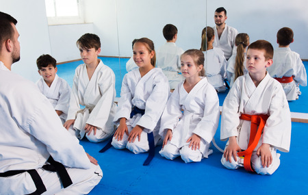 Different ages kids expressing interest in attending karate class Foto de archivo