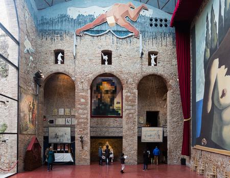 """FIGUERES, SPAGNA - 3 GENNAIO 2016: Corridoio con """"Tenda per labirinto"""" nel teatro e museo di Dali (Teatre-Museu Dali), Catalogna Archivio Fotografico - 84380553"""