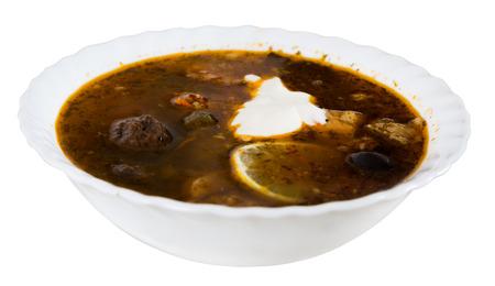 Geïsoleerd op witte achtergrondplaat met smakelijke soep
