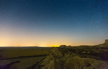Opinión Del Paisaje Del Desierto En La Noche Navarra España Fotos