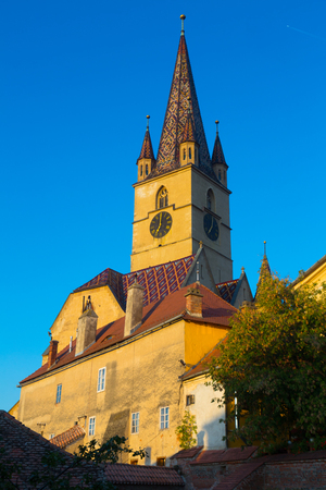 ルーマニアのシビウで聖マリア大聖堂のイメージ。 写真素材