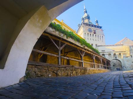 時計塔のイラストは、ルーマニアのシギショアラの建築ランドマークです。 写真素材 - 90793655