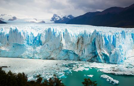 アルゼンチンのロス・グラシアレス国立公園のペリト・モレノ氷河の一般的な眺め 写真素材