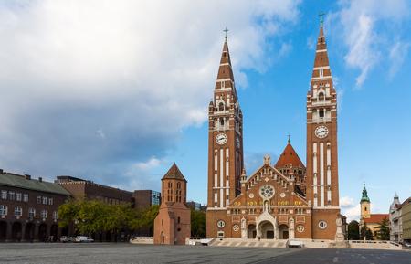 세게 드의 성당은 헝가리에서 유명한 랜드 마크 야외입니다.