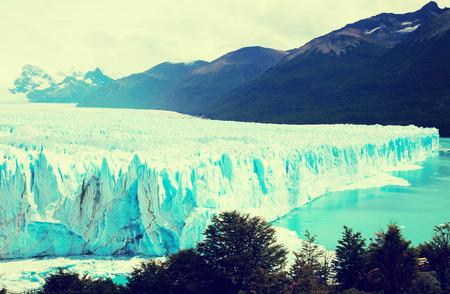 Glacier Perito Moreno (Glaciar Perito Moreno), mountains and lake Argentino (Lago Argentino), national park Los Glyacious. Patagonia, Argentina