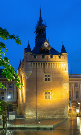 Night view of Donjon du Capitole building at square of General de Gaulle in Toulouse