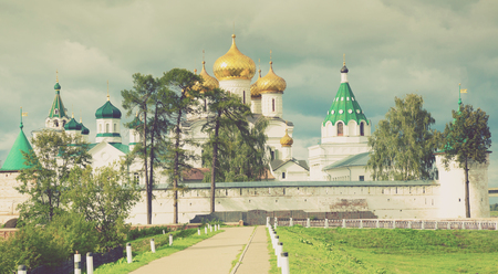 Scenic view of Ipatievsky (Hypatian) Monastery in summertime, Kostroma 版權商用圖片