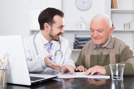 Doctor advises pensioner and prescribes medicine for treatment  Фото со стока
