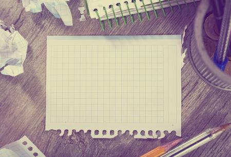Notepad with writing utensils lying in disarray 版權商用圖片
