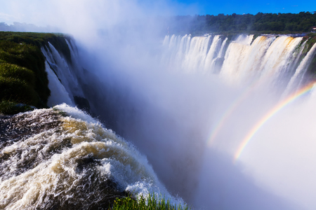 General view on the grand Iguazu Waterfalls system in Argentina Banque d'images - 106793592