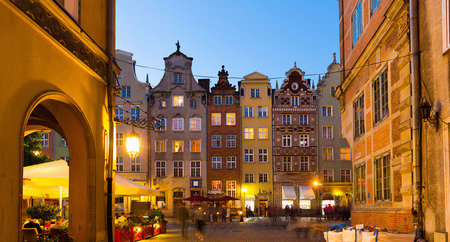 Night view of lighted streets of Polish town of Gdansk 免版税图像