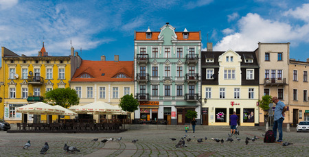 GNIEZNO, POLAND - MAY 11, 2018: Peculiar architecture of streets in historical center of Gniezno 新闻类图片