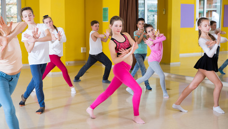 Group of children participating in dance class, following their teacher in dance school Stockfoto