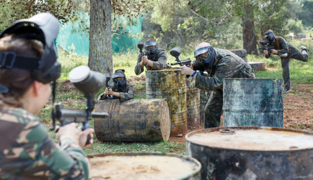 young teams facing on battlefield in outdoor paintball arena during the match Фото со стока - 111326049