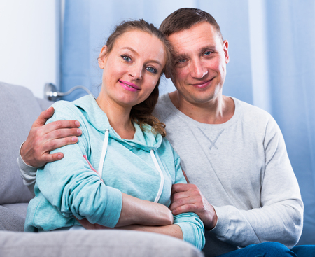 Middle-aged husband and wife enjoying quiet evening together at home Foto de archivo