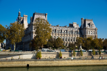 View of impressive architecture of Paris City Hall on bank of Seine river on sunny autumn day, France 免版税图像 - 112061364