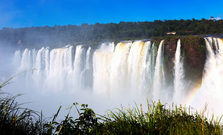 General view on the grand Iguazu Waterfalls system in Argentina Banque d'images - 112479714