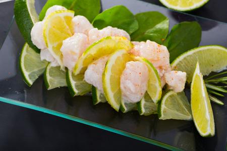 Seafood ceviche recipe: chop 200g sardines fillet, 1 garlic clove, 1 jalapeno, 1 onion, squeeze 1 lime, salt. Imagens