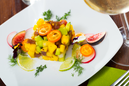 Image of  deliciously tartar of raw tuna with  avocado, mango and greens Archivio Fotografico