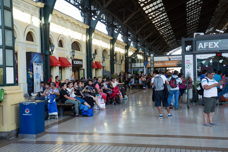 SANTIAGO, CHILE – FEBRUARY 10, 2017:  Busy Main Railway Station in city center full of travelers. Santiago, Chile Editoriali