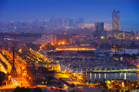 View to Port Vell at Barcelona in night Imagens