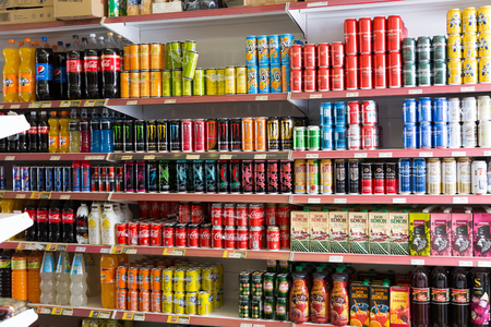 BARCELONA, SPAIN - JUNE 4, 2018: Image of different   beverages  at shelves  in the food store 新聞圖片