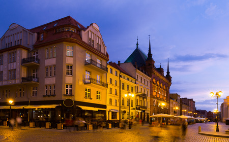 Nightlife of lighted Torun streets in warm spring, Poland Imagens