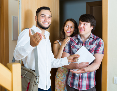 real estate salesman showing new flat to young family Stockfoto