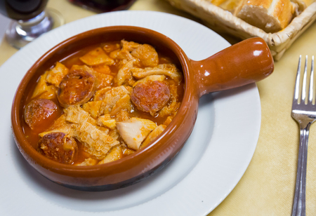 Spanish dish Callos – stewed beef tripe and chorizo served in clay bowl Banco de Imagens