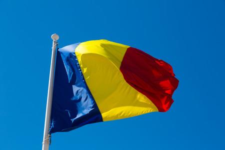 Le drapeau roumain est le symbole national du pays. Banque d'images