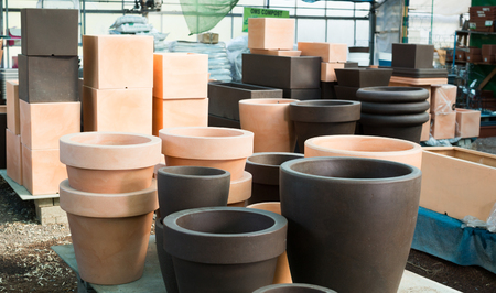 Image of rows with clay pots for flowers in greenhouse. Stockfoto