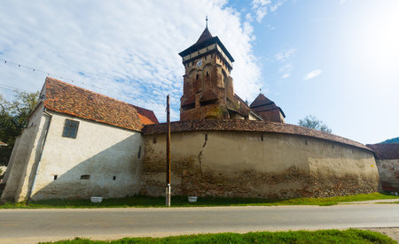 View of medieval Valea Viilor fortified church, Romania 免版税图像 - 123374867