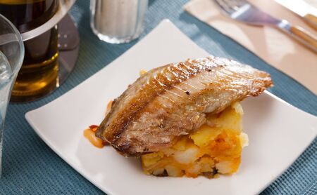 Mackerel fillet with mashed potatoes and spices