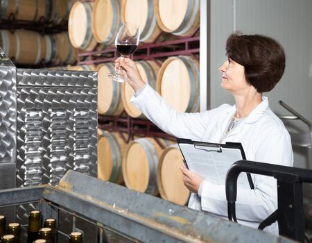 adult american  expert estimates quality of red wine on winery