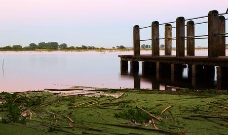 Sonnenuntergang an der Bucht von La Plata in einem Vorort von Buenos Aires. Argentinien, Südamerika, Patagonien