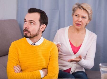 Madura madre e hijo pelean y descubren relación