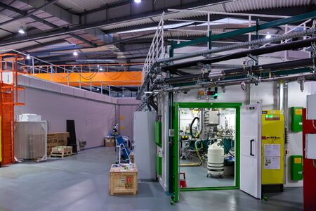 CERDANYOLA DEL VALLES, SPAIN - JUNE 29, 2019: Stations and modules in research laboratory of ALBA, newest complex of electron accelerators to produce synchrotron light 新聞圖片
